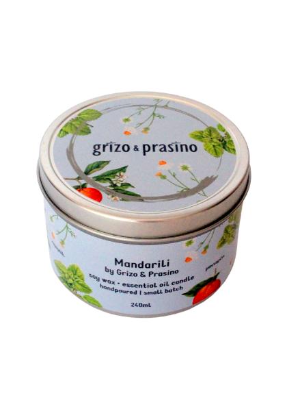Αρωματικό κερί σόγιας, Μανταρίλι, το καπάκι γράφει grizo&prasino και η ετικέτα τα περιεχόμενα του κεριού.