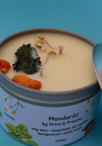 Close up look of our Mandarili candle. We can see the candle made of pure soy and the herbs that are stuck on the surface.
